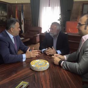 El Diputado en Cortes por Toledo, Ramón Molinary, visita el Ayuntamiento de Talavera de la Reina