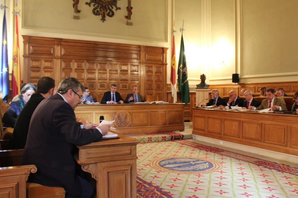 PSOE y PP votan juntos la continuidad de las diputaciones