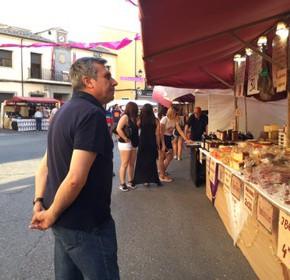 Antonio López asiste al mercadillo cervantino celebrado este fin de semana en Illescas debido a la conmemoración del IV Centenario del fallecimiento de Cervantes