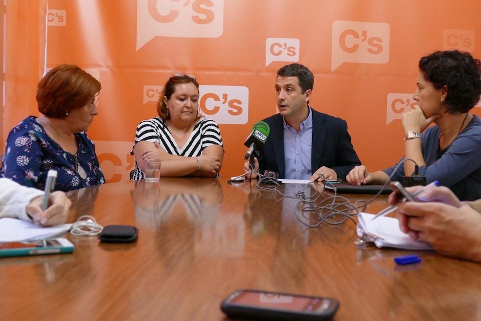 Ciudadanos reclama al Pleno municipal mejorar y ampliar el servicio de transporte público en el barrio de Azucaica