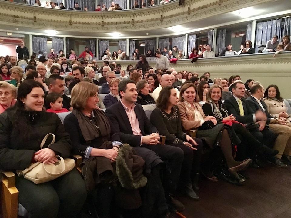 Esteban Paños, portavoz del grupo Ciudadanos (C's) en el Ayuntamiento de Toledo, asiste al pregón de Navidad en el Teatro de Rojas