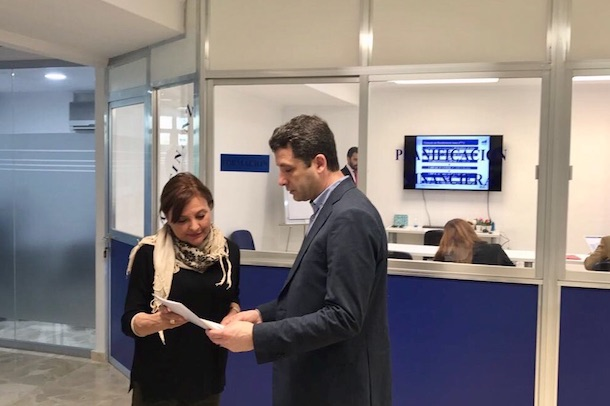 Esteban Paños visita las oficinas de la empresa OVB en Toledo