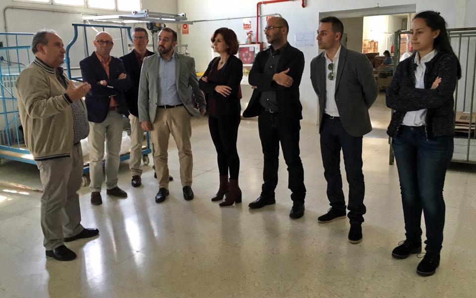 Miembros de Cs Sonseca, Cs CLM y Cs Bargas visitan la fábrica de Confecciones Sonseca.