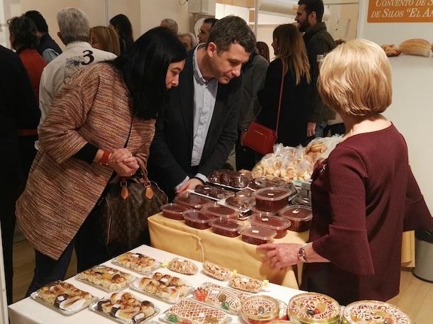 Esteban Paños y Araceli de la Calle en la inauguración de la II Feria  del Dulce y la Cuaresma de Toledo