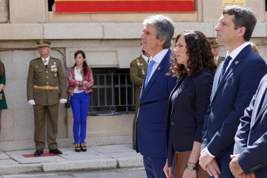 Esteban Paños asiste a la Jura de Bandera de personal civil en la Academia de Infantería de Toledo