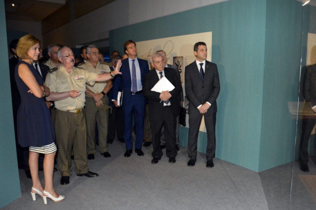 """Esteban Paños, en la inauguración de la exposición """"Exotica in Militaria"""""""