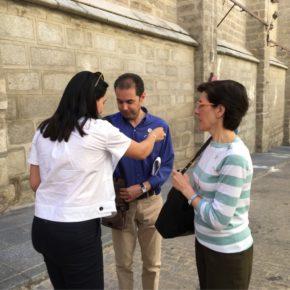 Esteban Paños y Araceli de la Calle colaboran en la cuestación organizada por la Asociación Española Contra el Cáncer