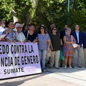 Luis Martín y Esteban Paños, en la concentración contra la violencia machista celebrada en Toledo