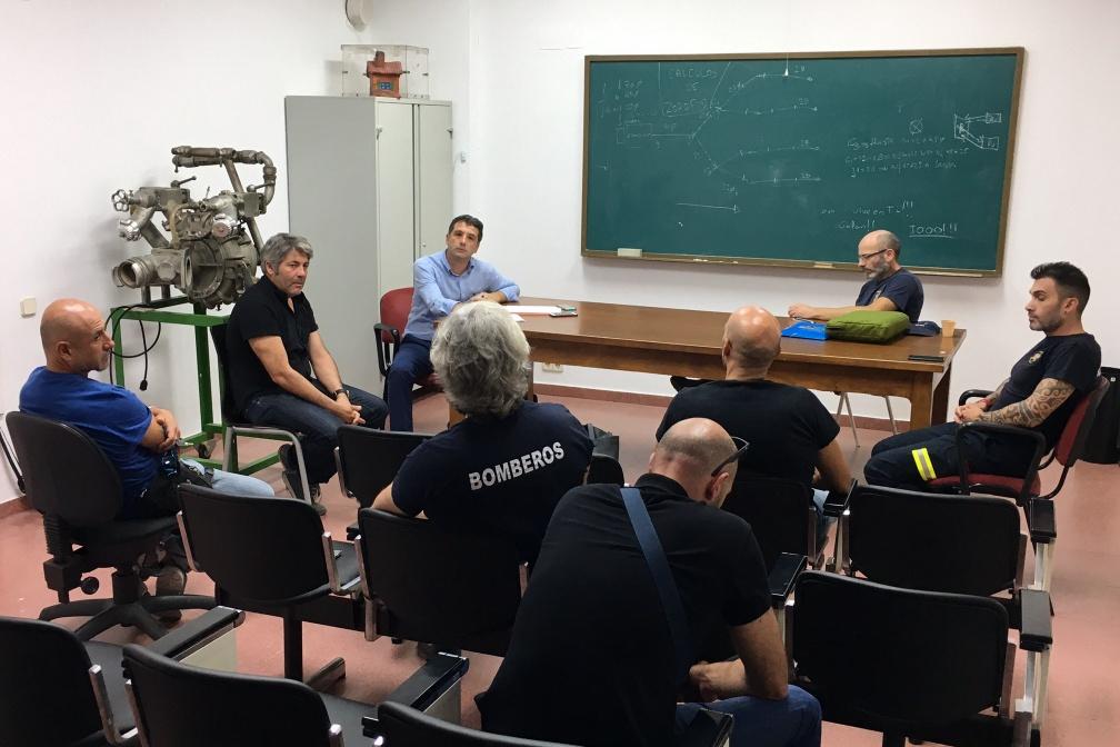 Paños se reúne con representantes del cuerpo de bomberos de Toledo