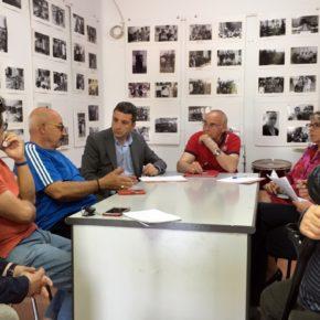 Representantes de la asociación de vecinos Azumel trasladan a Ciudadanos las demandas del colectivo para el barrio del Poblado Obrero