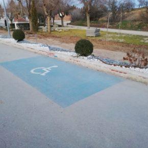 Cs Camarena solicita mejorar la deficiente señalización de las plazas de parking para personas con movilidad reducida