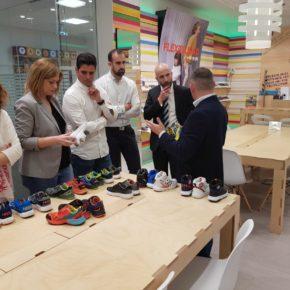 Carmen Picazo y David Muñoz visitan la fábrica de Pablosky en Fuensalida