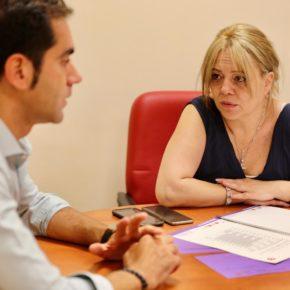 El diputado provincial de Cs, Julio Comendador, visita Carranque para conocer la situación de insalubridad del municipio